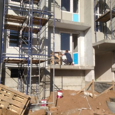 Наши работы по мокрому фасаду с утеплением. Многоквартирные дома